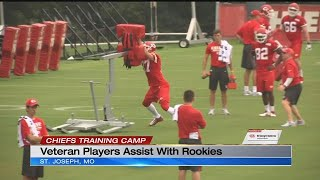Veteran Chiefs players assist with rookies at training camp