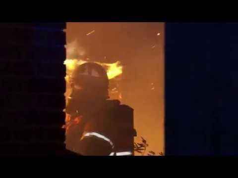 Voldsom brand i teresse bag ejendom i Korsør