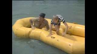 Flipper - Staffel 2, Folge 14 - Jagd auf Haie