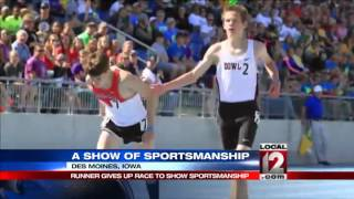 Runner sacrifices winning for sportsmanship