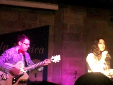 Eliza Doolittle-Police car@La salumeria della musica (MI)-03/03/11