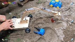 máy xúc đất chế từ bơm tiêm  - Excavator videos for children