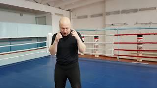 Уроки бокса 12. Как прыгать на скакалке. Передвижение по рингу. Комбинации ударов на мешках