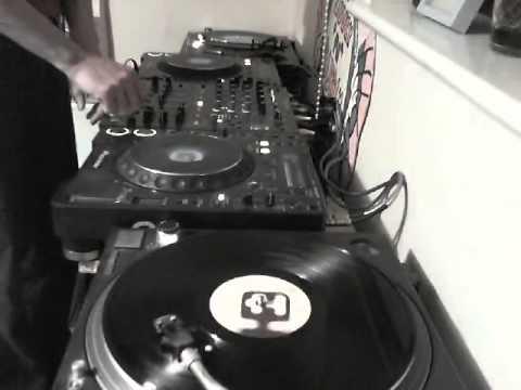 Progressive dance classics in an all vinyl dj mix