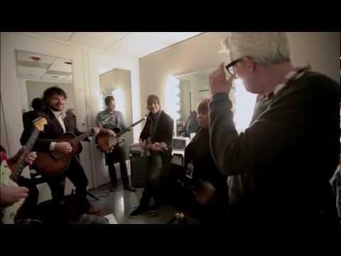 "Wilco, Nick Lowe & Mavis Staples rehearse ""The Weight"""