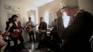 "Wilco, Nick Lowe & Mavis Staples rehearse ""The Weight"""