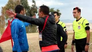 Amatör maçta, futbolcular birbirine girdi