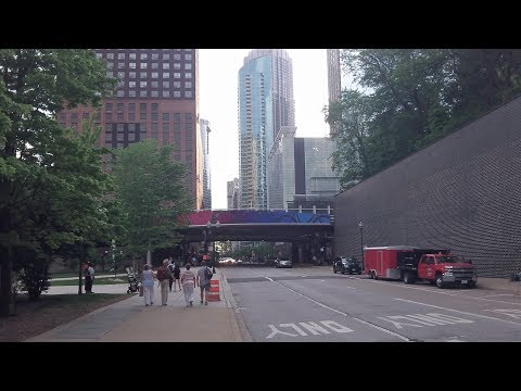 Illinois Street in downtown Chicago (May 31, 2018)