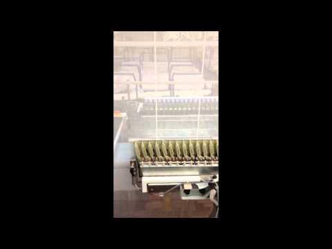 Het naaien van de patronen in vitrage