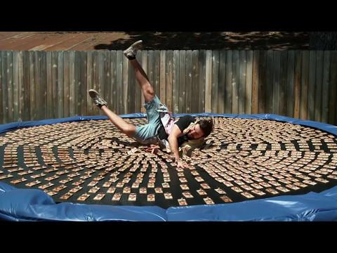 В Техасе мужчина прыгнул на батут с тысячью мышеловок
