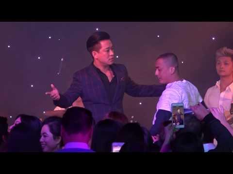 Tuấn Hưng kicks Giang Hồ off the stage