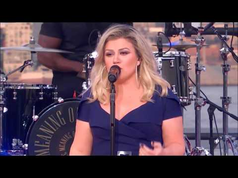 "Kelly Clarkson sings ""What Doesn't Kill You (Makes You Stronger) Live in Concert 2018 HD 1080p"