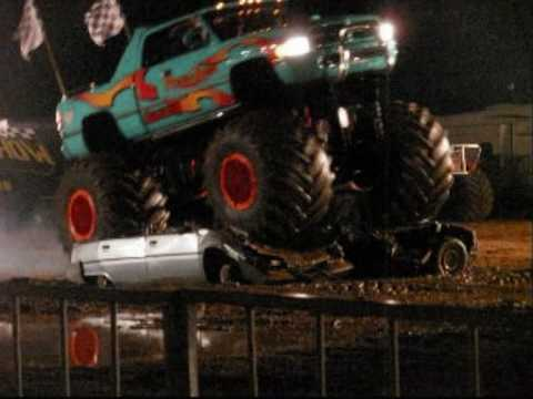 Monster trucks show salon de pce youtube for Meteo salon de pce