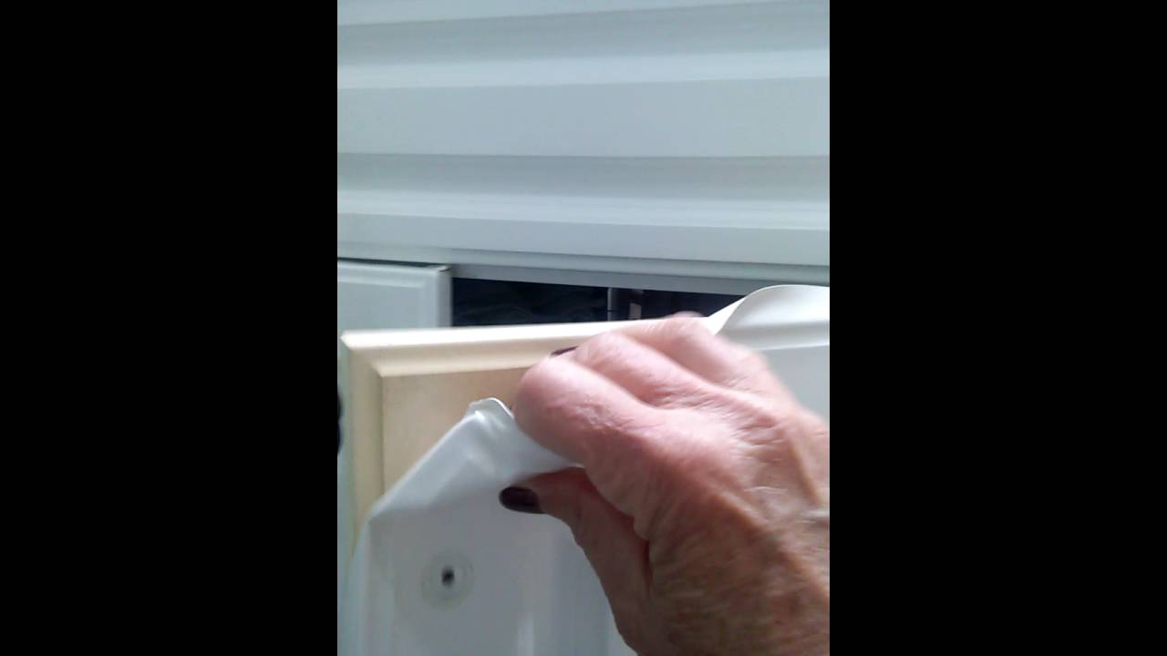 Refinishing Vinyl Or Thermafoil Cabinets Youtube