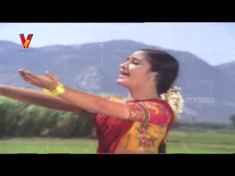 Gopi falls for Radha - Radha My Darling Scene | Mega Star Chiranjeevi | V9 Videos thumbnail
