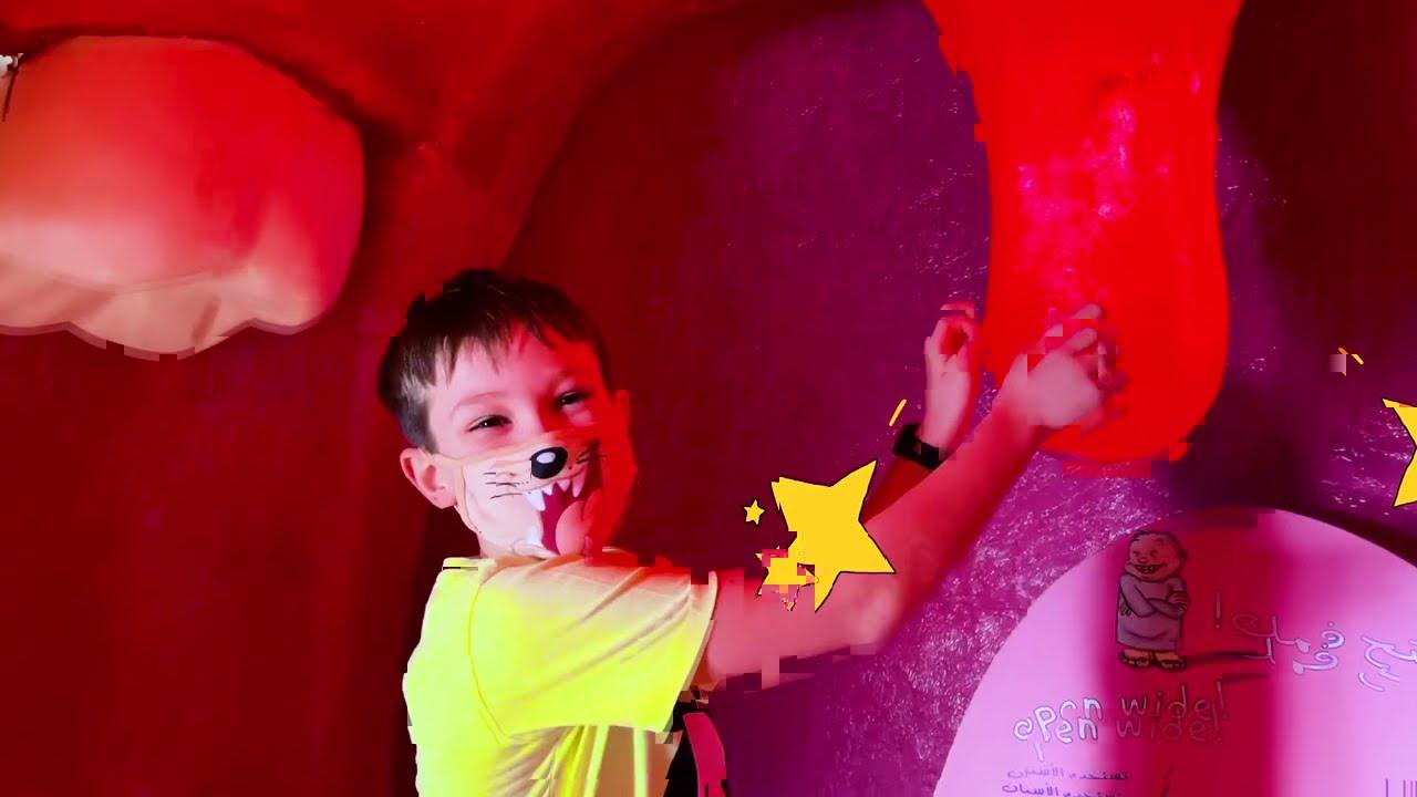 Катя и Макс веселятся в детском музее Дубаи