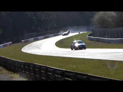 Renault Megane RS bị lật ngửa khi vào cua tốc độ cao