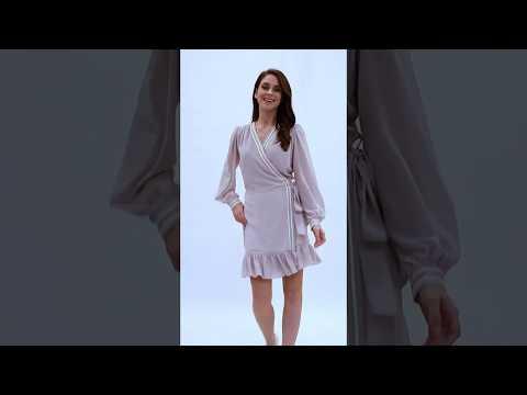 Video: Kopertowa sukienka z ozdobną taśmą