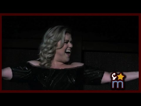 Kelly Clarkson Accidentally Announces Pregnancy at Staples Center Concert