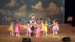 'Детский танец' из балета 'Щелкунчик'