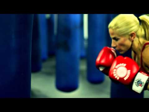How to Swing in Boxing : Boxing & Exercise Tips