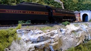 MTH HO Norfolk and Western 611 Pulls The Powhatan Arrow