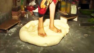 পায়ের নিচে তৈরি হচ্ছে লাচ্চা-সেমাই 🤮। Lassa Shemai Makeing Factory
