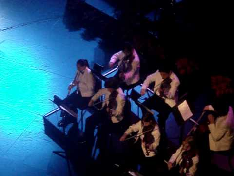 Palm Springs High School students perform with Barry Manilow at McCallum Theatre