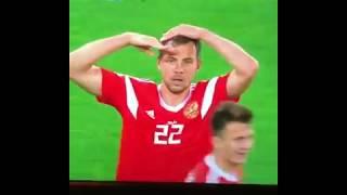 Харламов и Батрудинов после третьего гола России в ворота Египта