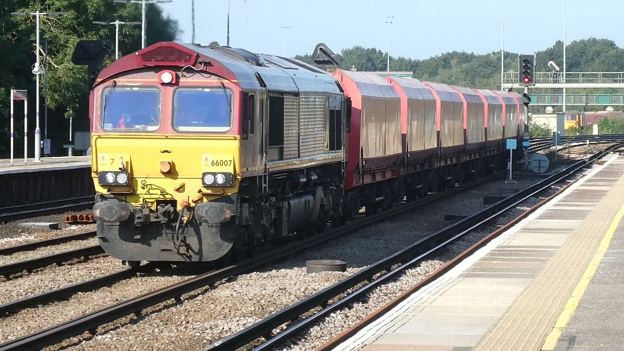 Trains at: Tonbridge - 22 September 2021