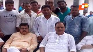 Photos of Patrapada firing accused with Cong leaders set tongues wagging