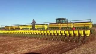 La sembradora de maíz mas grande del mundo suscribanse y compartan Subscribe and share thumbnail