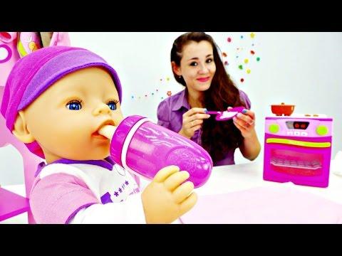 Видео куклы для девочек.Дочки матери.Ляльки: собираем Эмили на прогулку