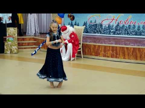 Little Russian Girl dancing  Indian sg ! Aaja Nachle !