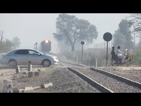 Pakistan Railways | Fastest Train Ever in Pakistan 2018 | 28 dn Shalimar Express Fastest HGMU-30 ||
