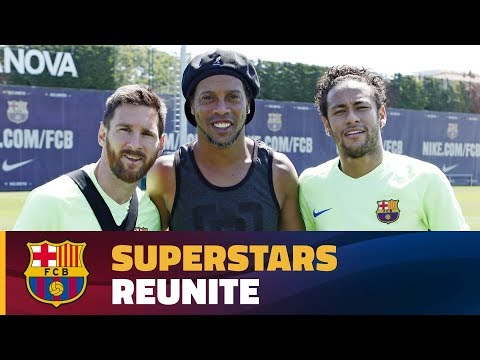 Ronaldinho makes a surprise visit thumbnail