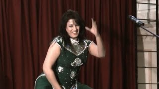 Repeat youtube video Zara Akbar Beautyful stage dance on song Doodh Makhana Di Pali
