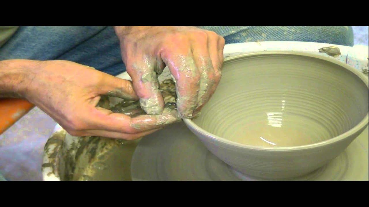 Atelier artgile poterie demo tournage d 39 un grand bol youtube - Tour de potier manuel ...