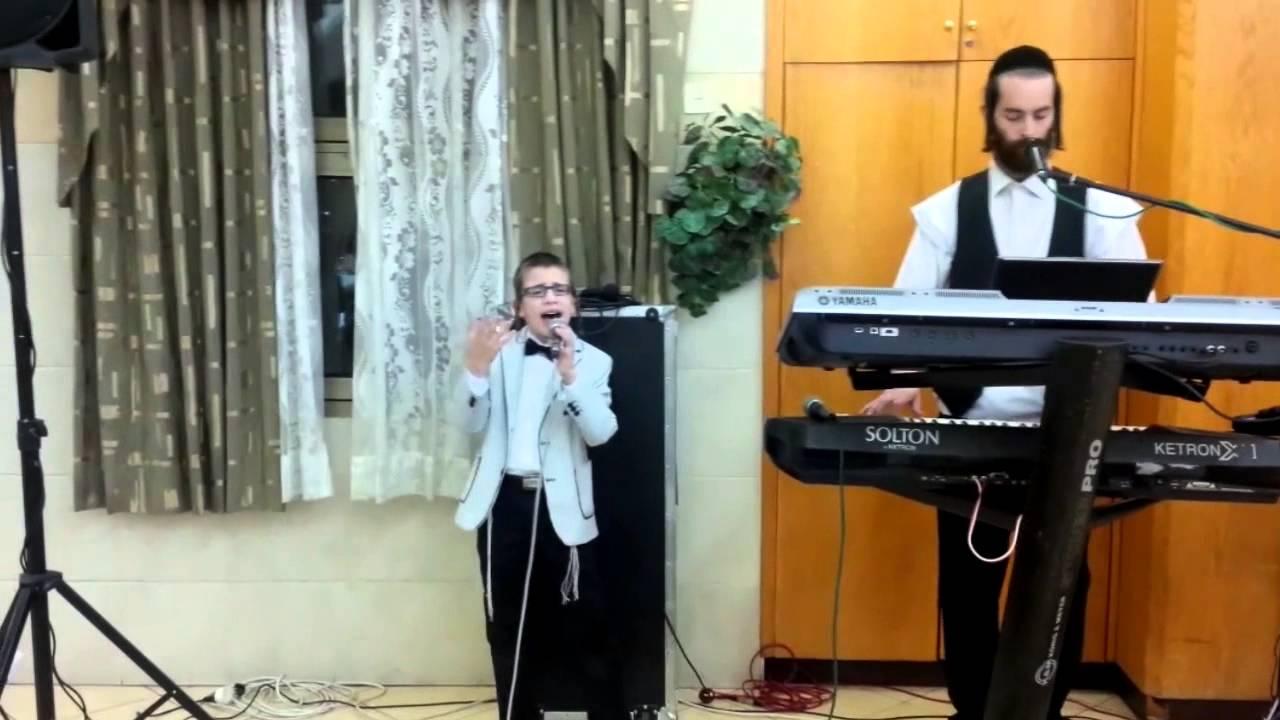 """ילד הפלא ארי רייך עם אליעזר הרשקוביץ בשיר זכרנו לחיים של ר' מ.גולדמן זצ""""ל"""