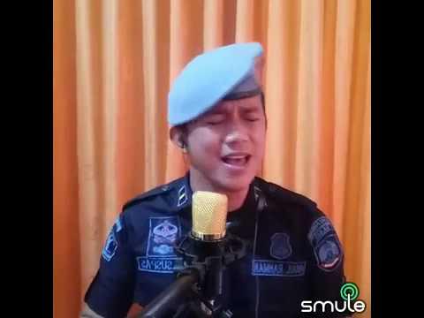 Anggota Polsuspas mencoba cover Smule Gejolak Asmara by Nassar KDI