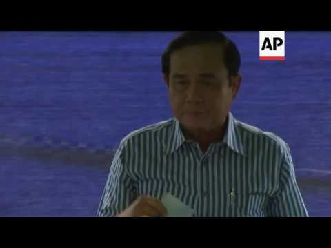 Thai PM calls on people to vote in referendum