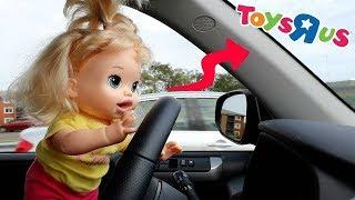 La Muñeca Baby Alive Sara en Español va en Auto a la Juguetería para hacer Compras!!! TotoyKids thumbnail