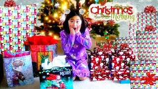 CHRISTMAS MORNING OPENING CHRISTMAS PRESENTS 2017 Kids Opening Huge Present Surprise