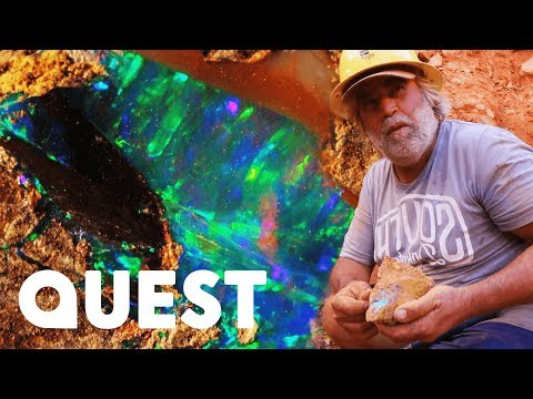 Opal Miners Find $8000 Worth Of Crystal Boulder Opal! | Outback Opal Hunters