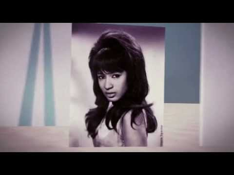 THE RONETTES  frosty the snowman