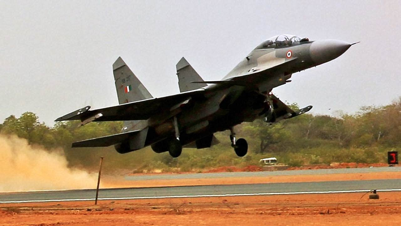 indian air force fighter plane lands on yamuna expressway