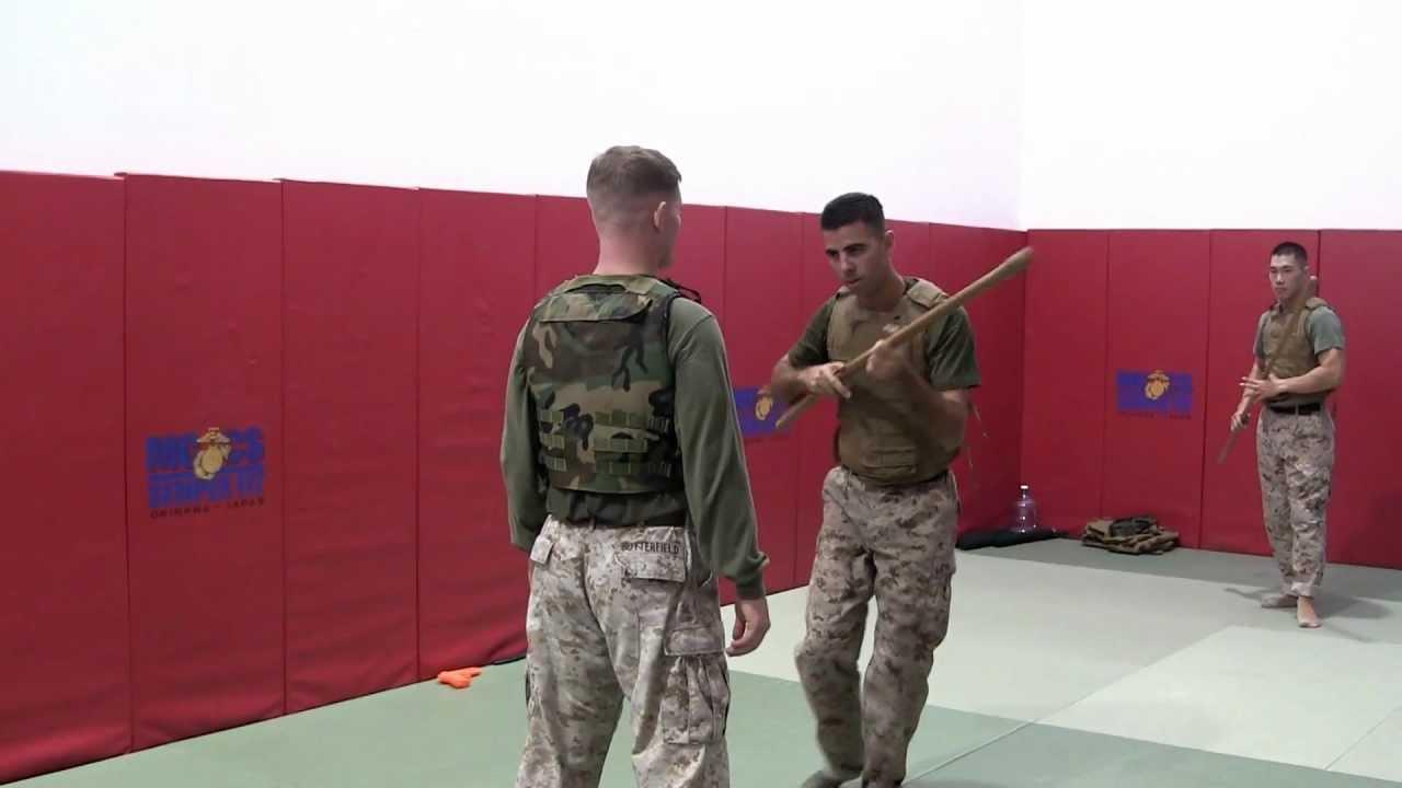 米海兵隊の格闘術「MCMAP」の銃...