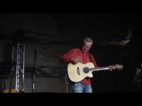 Tommy Emmanuel, Twelve Bar Blues in the Key of E