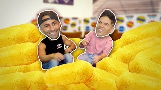 100 TWINKIES in 10 MIN CHALLENGE! (ft. FOUSEYTUBE)