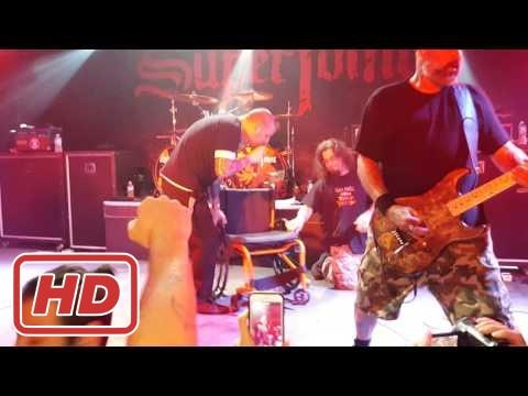Phil Anselmo of SUPERJOINT helping...